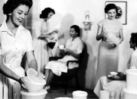 Tupperware: How the 1950s party model conquered the world - BBC News