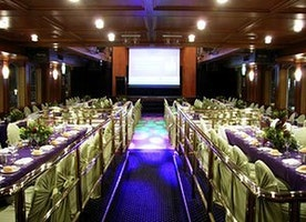 Dinner Cruise Sydney with Live Show from $135