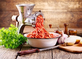 How To Find The Best Manual Meat Grinder And Top Picks For Your Kitchen