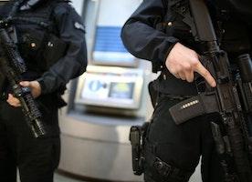 UK terror threat 'at highest since 1970s IRA plots' - BBC News