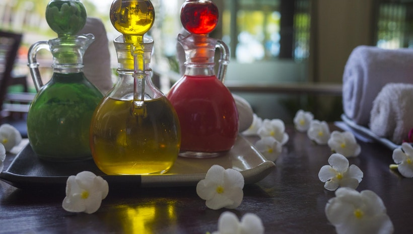 Well Known Essential Oils and Their Benefits in Massage