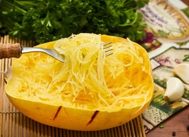 Here's a Complete Guide on How to Cook Spaghetti Squash - 2017 Edition (And 15 Best Spaghetti Squash Recipes)