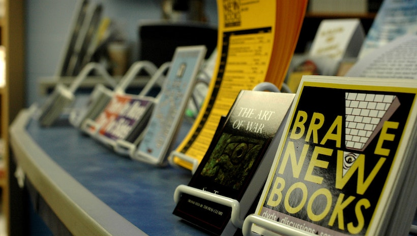 5 Reasons to Go Back to Paper Books