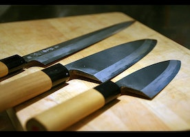 Considering to have some best kitchen knives for you simply have a look on this beautiful kitchen knives within your budget.