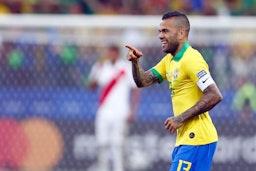Alves Resmi Hengkang Dari Paris Saint-Germain Musim Ini