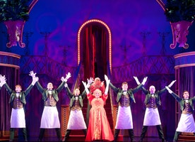 'HELLO, DOLLY!' SHATTERS SHUBERT THEATRE HOUSE RECORD IN JUST 7 PERFORMANCES