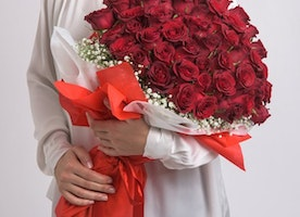 Send Fresh Flowers To Your Loved One Through Online Flower Delivery Service