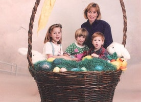 9 Hilariously Awkward Easter Portraits that will Make Your Day