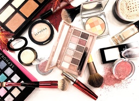 10 Simple Tips to Get Your Makeup Arranged Within Your Makeup Case