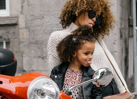 10 GIFT IDEAS TO REALLY CELEBRATE YOUR MOM