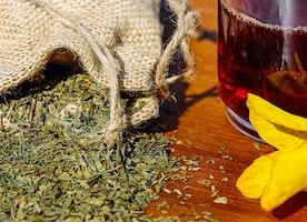 Double menton : les effets du thé vert et de la Vitamine E